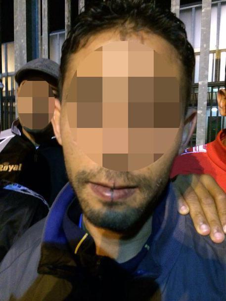 Napoli, immigrato chiede protezione ma rapina smartphone