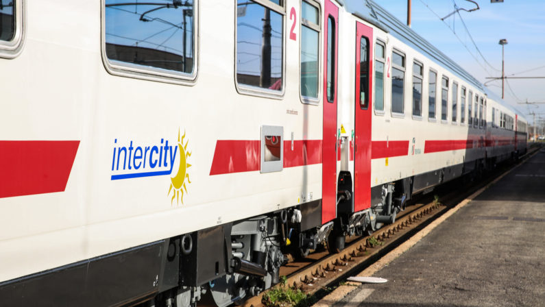 Maltempo, abissale ritardo per l'intercity Reggio-TorinoIl viaggio trasformato in un'odissea che durerà oltre 29 ore