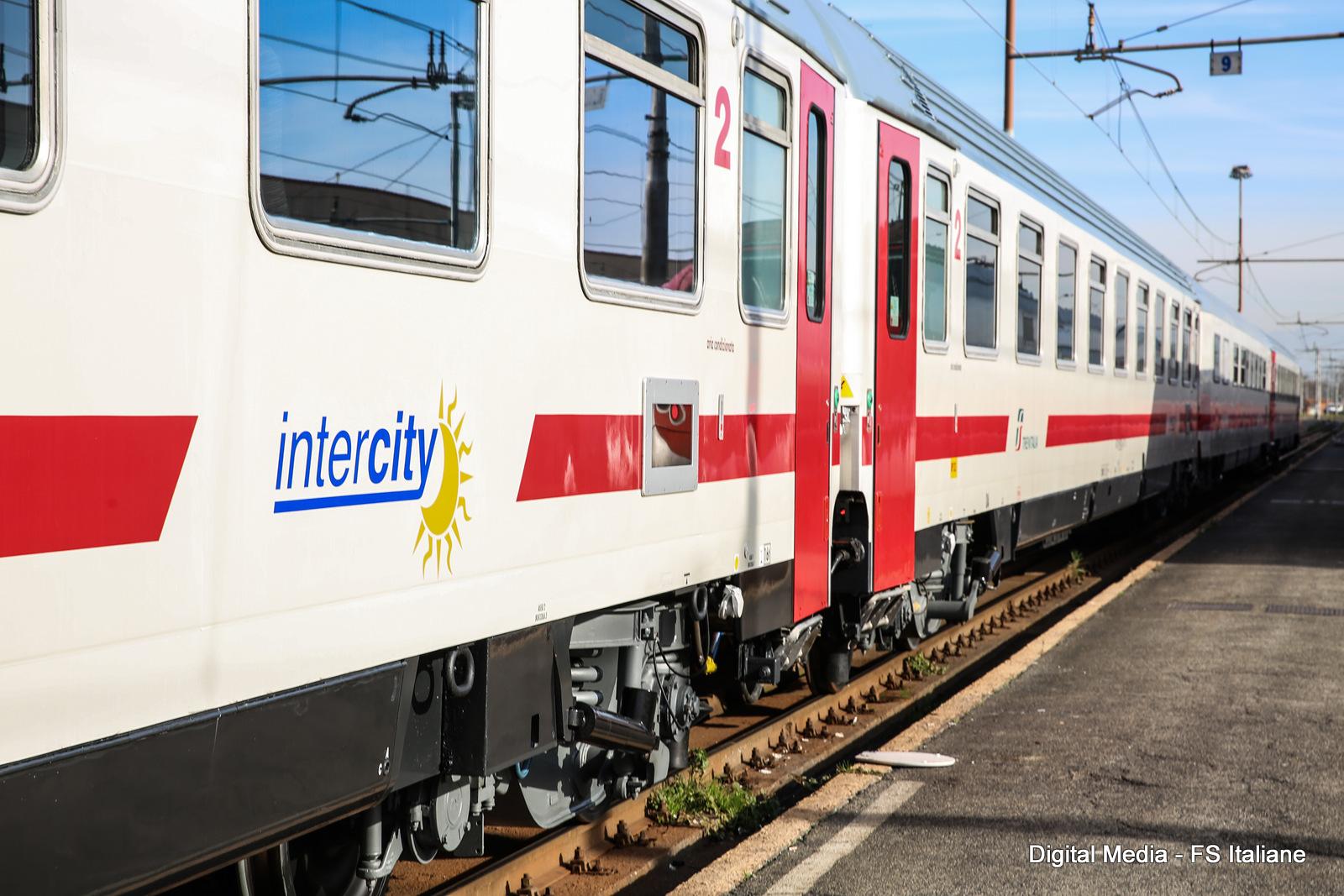 L'Intercity in ritardo di 5 ore e le cifre del «non trasporto» lucano
