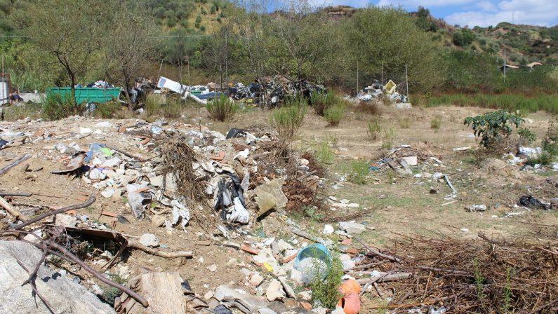 Vibo, sequestrata l'isola ecologica di PizzoniAmmassati nell'area rifiuti di ogni genere
