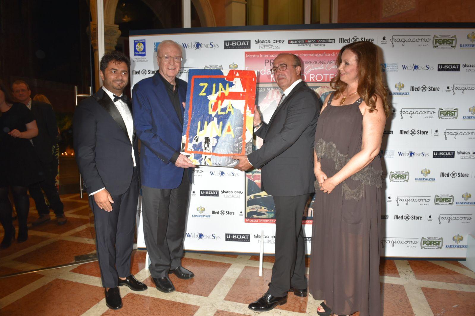 """Premio Rotella a Michael Caine: l'attore a Venezia per il documentario """"My Generation"""""""