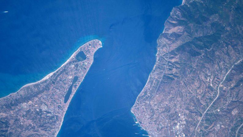 Scilla e Cariddi dallo spazio grazie a Paolo NespoliL'astronauta in orbita pubblica la suggestiva immagine