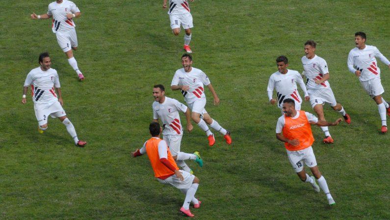 Il punto sulla Serie D. La Vibonese mira al ritorno in Serie CL'Isola cerca la prima vittoria. Un punto in meno per la Palmese