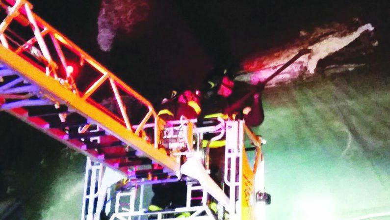Catanzaro, cadono calcinacci sulle auto in GalleriaChiusa per diverse ore la statale 280 dei due mari