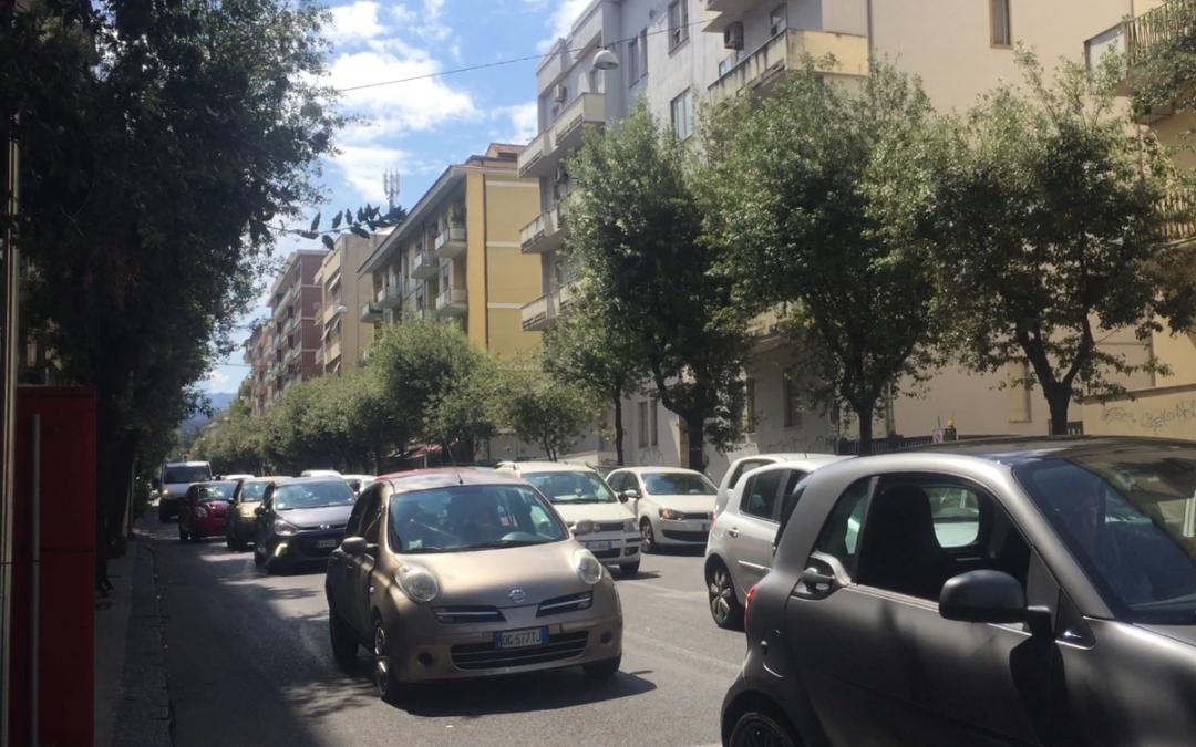 Cosenza, parte l'isola pedonale in via Misasi  Ed è subito caos. Il sindaco: «Verificheremo»