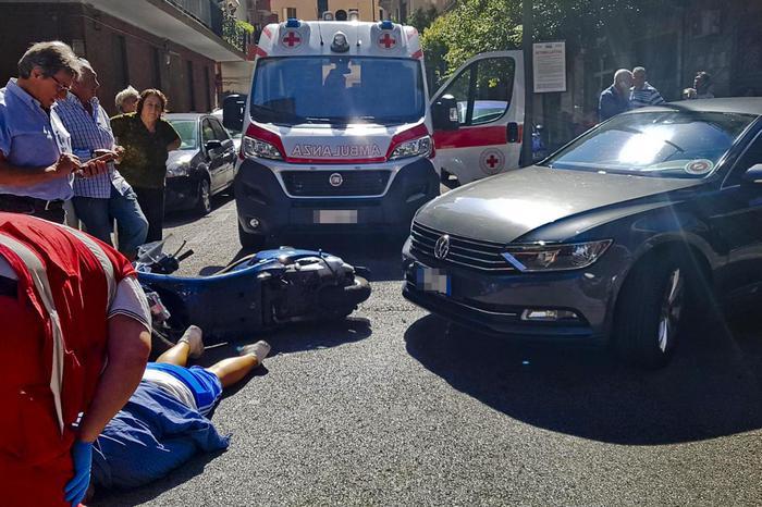 Il Presidente della Regione CampaniaDe Luca contromano in auto si scontra con uno scooter