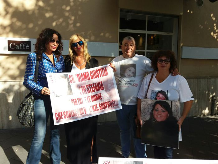 Aversa, in strada contro il femminicidio: giustizia per Stefania