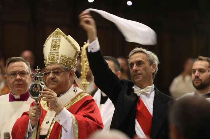 Nel giorno diSan Gennaro a Napoli si è ripetuto il miracolo del sangue
