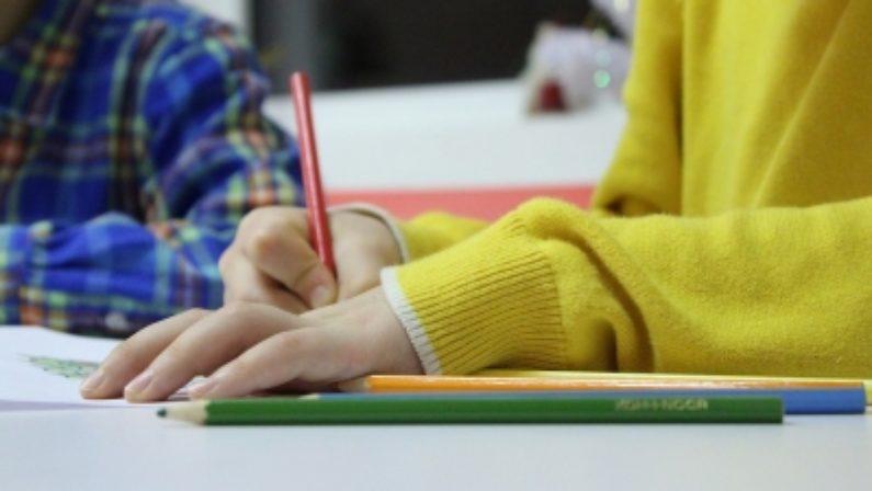 Radical Chic. Come si fa ad usare nelle scuole ancora il sussidiario?