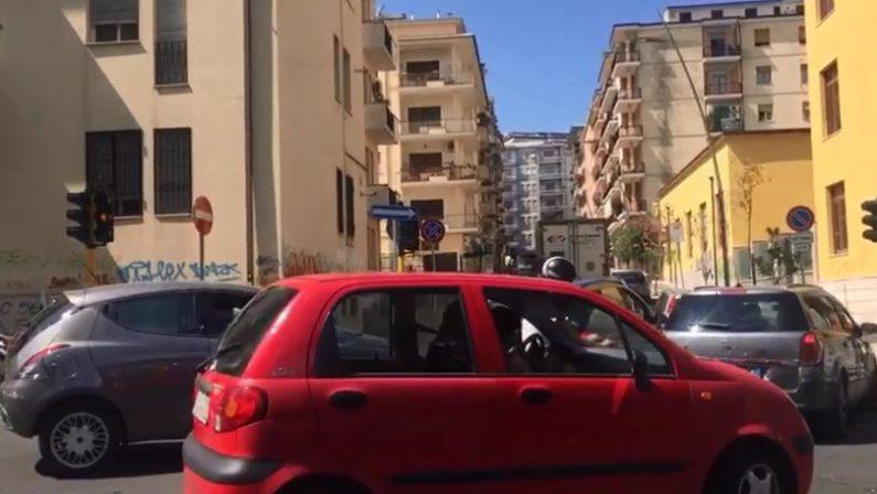 VIDEO - Traffico nel caos a Cosenza: via Misasi chiusa in via sperimentale, automobilisti furiosi