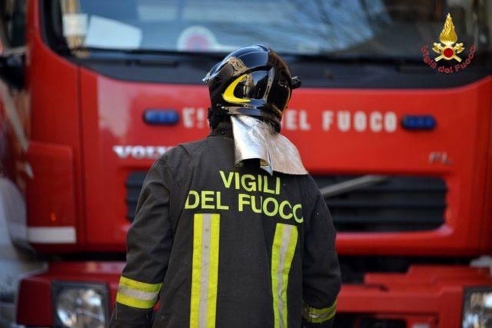 Incendiate auto di padre e figlio nel CosentinoIndagini per ricostruire i motivi dell'intimidazione