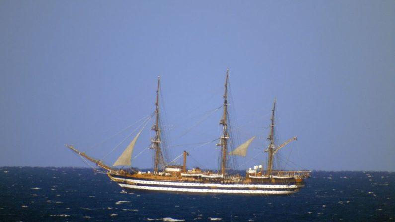 """La nave scuola della Marina Militare """"Amerigo Vespucci"""" avvistata in transito nel mare di Tropea"""