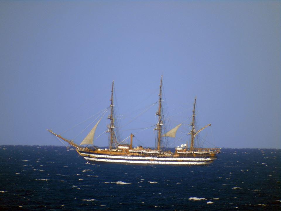 VIDEO - La nave scuola della Marina Amerigo Vespucci al largo di Scalea