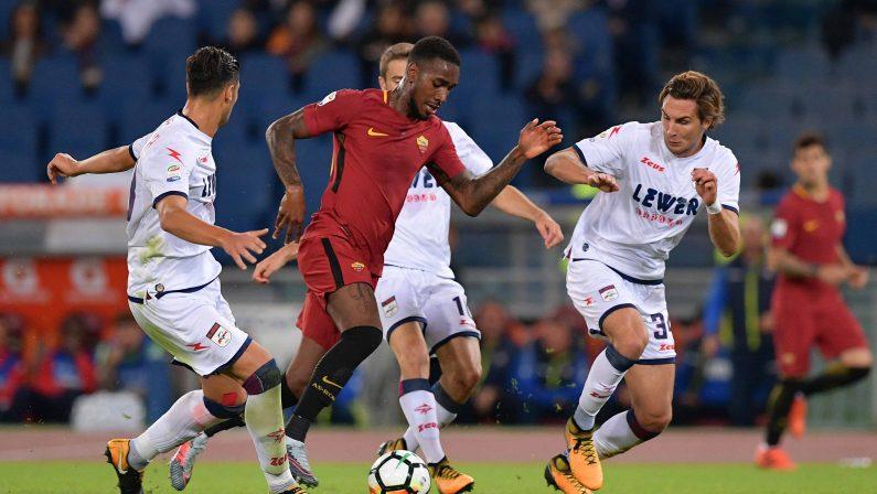 Crotone sconfitto di misura all'Olimpico, Perotti su rigore regala i tre punti alla Roma