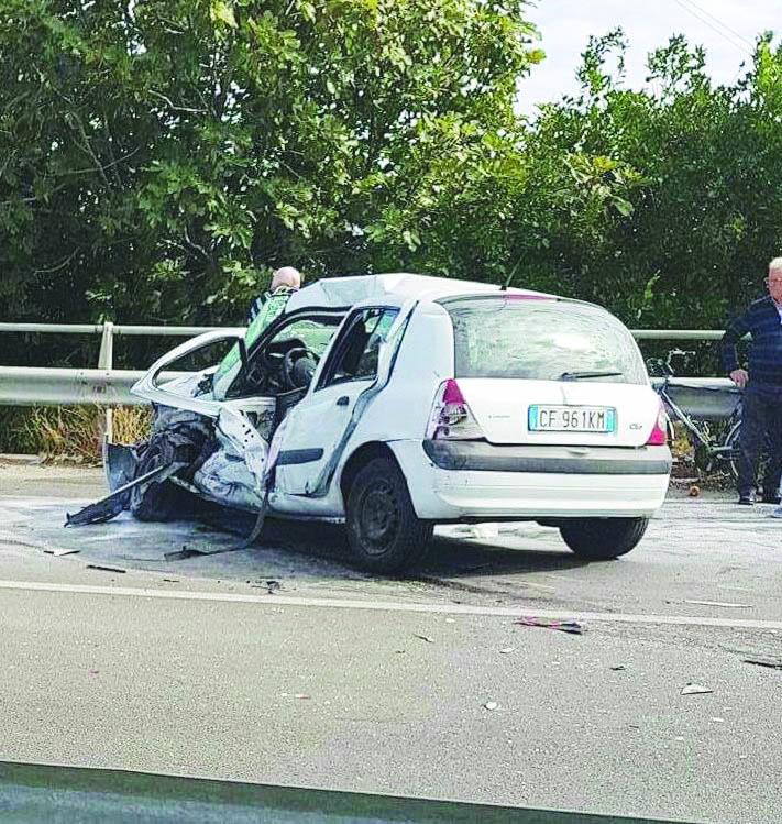 Ancora una tragedia sulla Statale 106: muore nel Cosentino un uomo in uno scontro tra un'auto e un tir