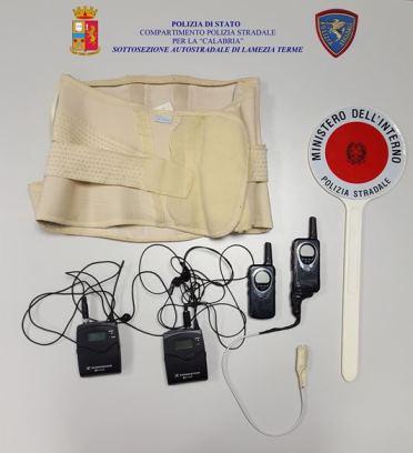 """Agli esami per la patente con la ricetrasmittente, la polizia scopre due """"furbetti"""" a Lamezia Terme"""