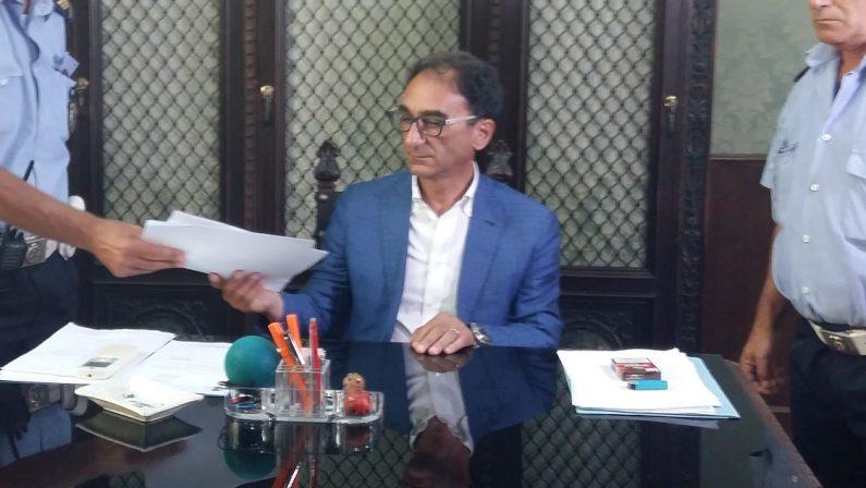 Contagi a Catanzaro, il sindaco Abramo chiude tre scuole per effettuare sanificazione