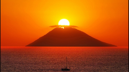 Il magico tramonto sullo Stromboli patrimonio dell'Unesco: nasce un comitato