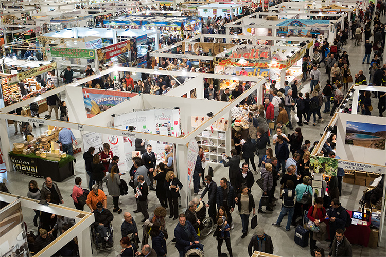 Espositori calabresi al Cosmofood alla Fiera di VicenzaDi scena molti prodotti tipici per migliaia di visitatori