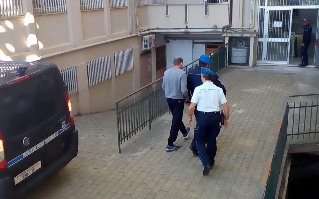 Marco Gallo accompagnato in tribunale