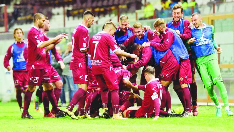 Calcio, la Reggina batte il Catania nel recupero. Pareggia il Catanzaro, il Rende torna sconfitto dalla Campania