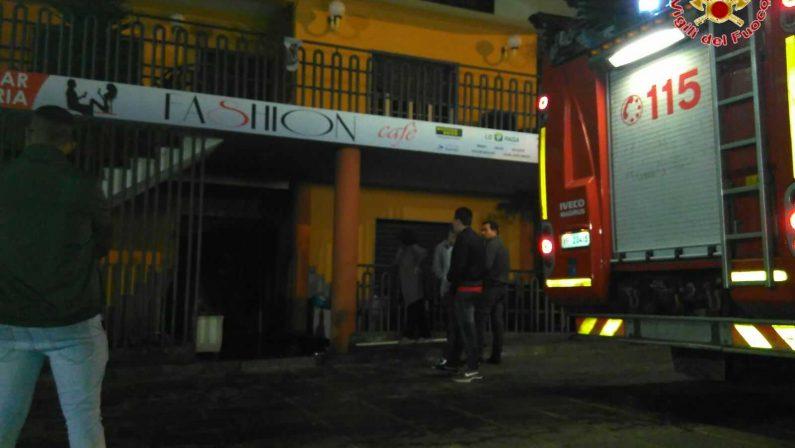 Incendio nella notte in un bar della provincia di Vibo Valentia
