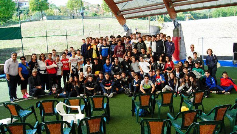 VIDEO - Cosenza, il campione di tuffi Giovanni Tocci incontra gli studenti del Liceo Sportivo