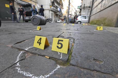 Stesa in stile Gomorra nei Quartieri Spagnoli di Napoli