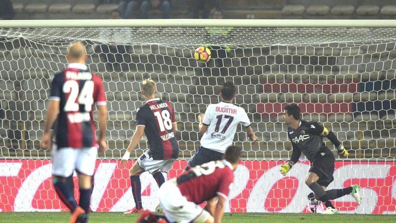 Calcio Serie A, Crotone in rimonta espugna il Dall'AraI calabresi battono il Bologna e vanno a quota 12 punti