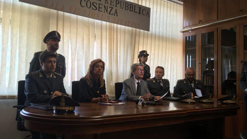 Corruzione in appalti e frode fiscale a CosenzaDue operazioni, coinvolti dirigenti del Comune: i nomi