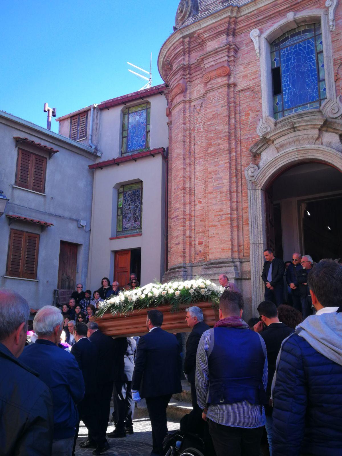 FOTO - Grande commozione al funerale di don Ignazio SchinellaPresenti centinaia tra sacerdoti e vescovi da tutta Italia