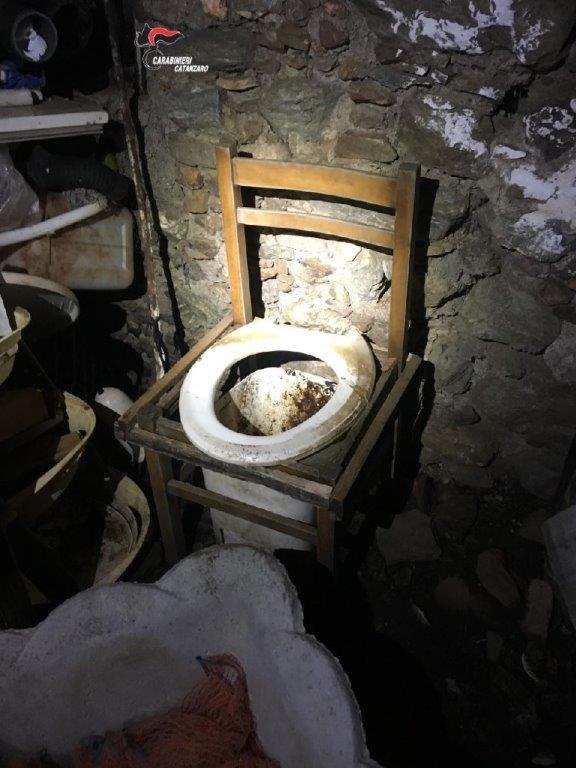 Donna ridotta in schiavitù a Gizzeria, il marito nega ogni addebito: la baracca era una sistemazione temporanea