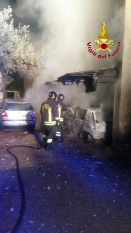 Incendio auto parroci a Scandale