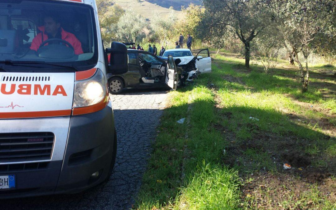 Tragedia nel Vibonese: muore un giovane in un incidente stradale, grave una donna che era con lui