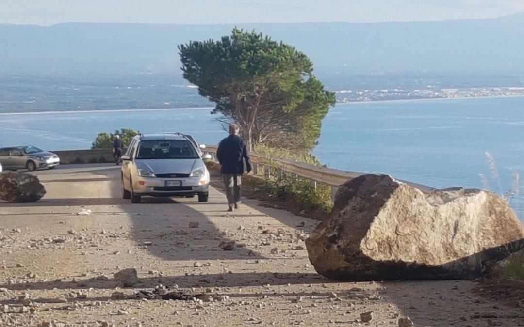 Tragedia sfiorata nel Vibonese, frana sulla strada  Solo per un caso non sono stati coinvolti automobili