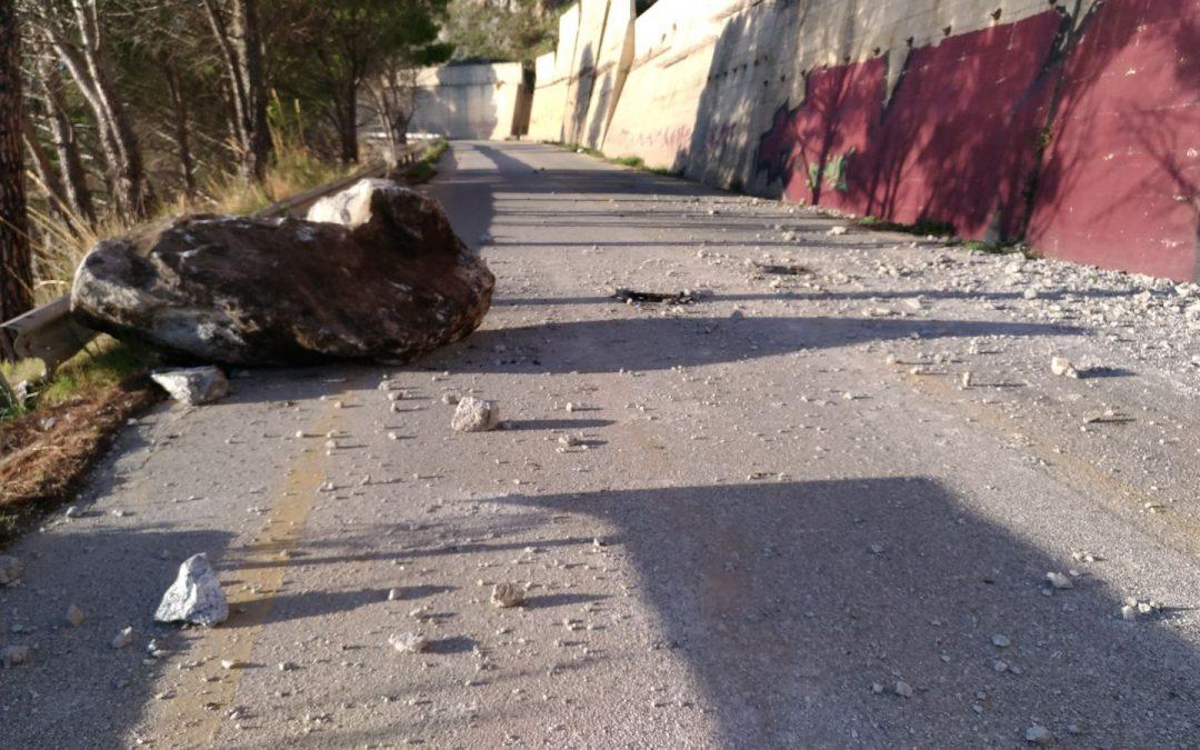 FOTO – Frana su una strada del Vibonese  Tragedia sfiorata per diversi automobilisti