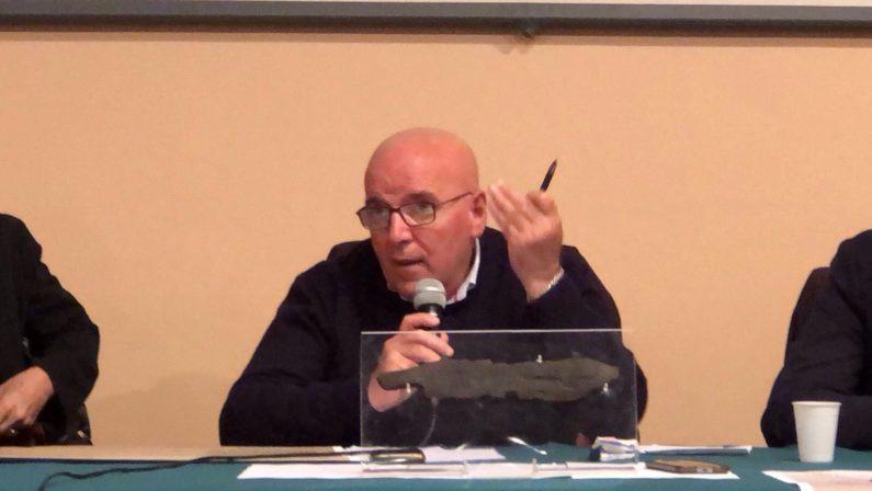 Calenda accusa Oliverio poi fa un passo indietroScontro (interno al Pd) tra ministro e presidente