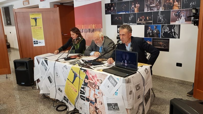 """VIDEO – """"Dalla tradizione al contemporaneo"""", Fabio Vincenzi presenta la nuova stagione del Tau dell'Unical"""