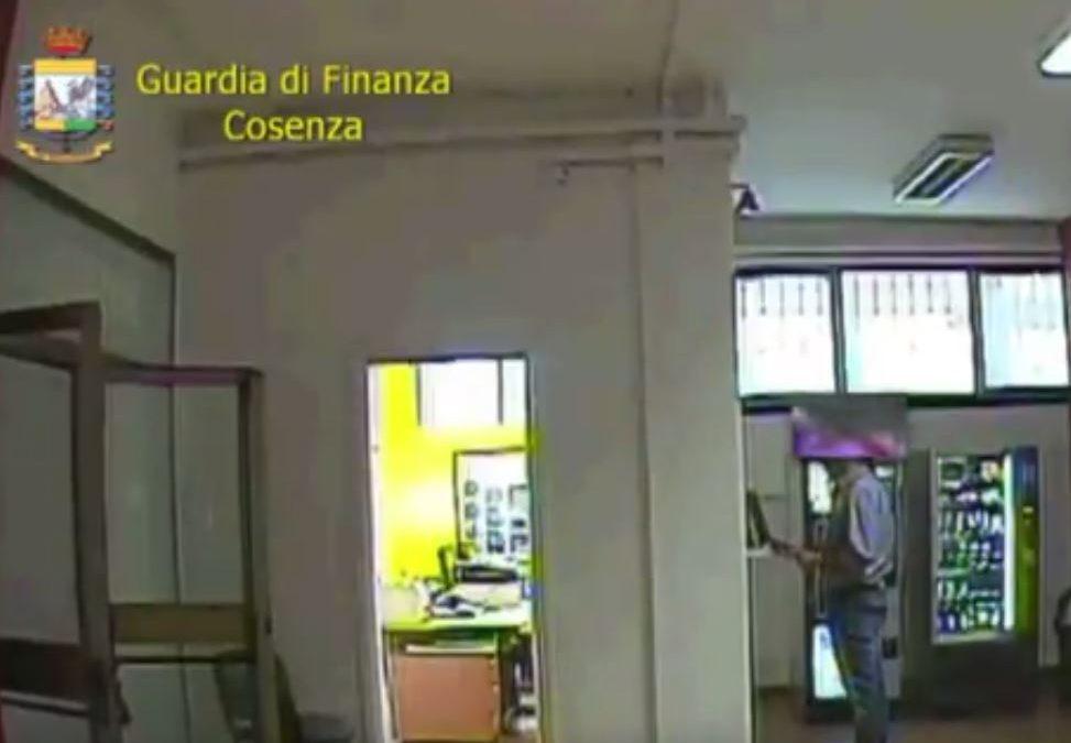 Al bar o a fare acquisti, assenteismo alla Regione  Scoperti sette dipendenti della sede di Cosenza