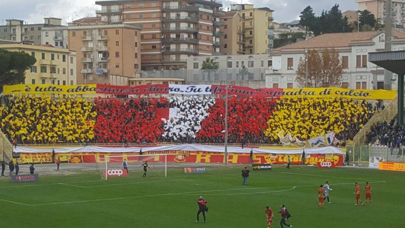 Serie C, il Catanzaro conquista il derby col CosenzaGiornata di sport sugli spalti, incontro tra studenti