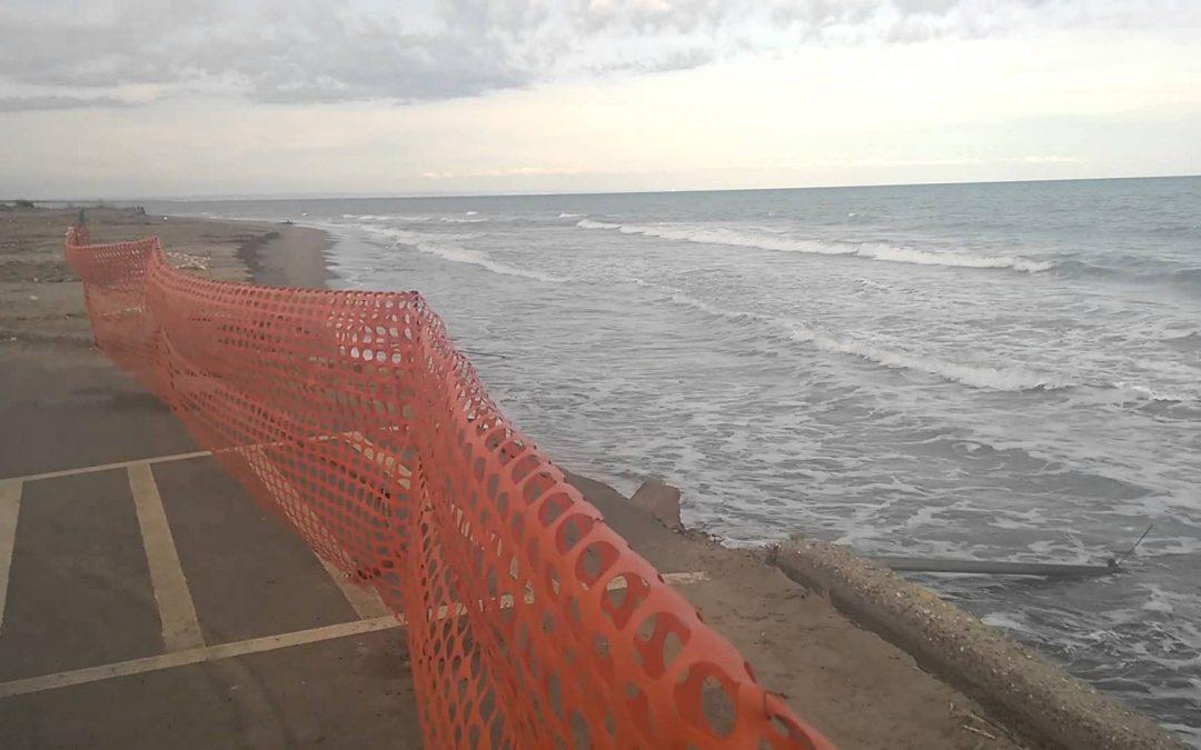 Erosione, la costa jonica sta sparendo e la politica continua a non intervenire