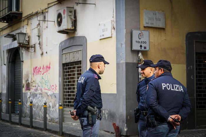 Perde il posto di lavoro per il coronavirus e tenta il suicidio, salvato dalla polizia a Catanzaro