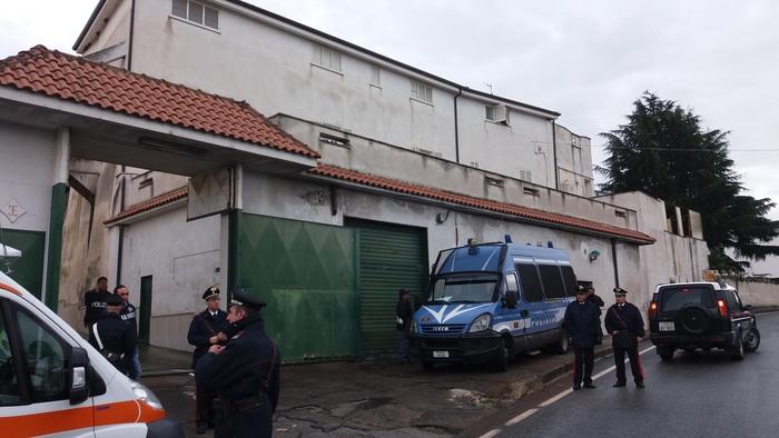 Camorra, sgomberato palazzo-bunker clan a Caserta