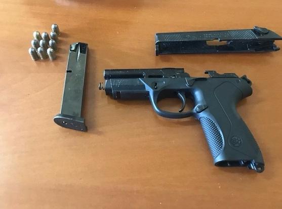 Girava per strada con una pistola carica, 40enne arrestato nel Materano