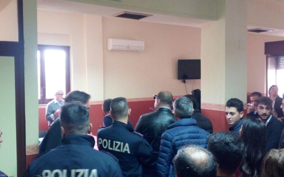 La polizia nella sede del Pd di Vibo centro