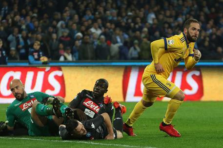 Napoli-Juventus 0-1, decide Higuain