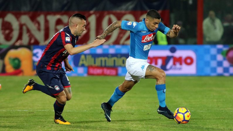 FOTO - Serie A, il Napoli espugna Crotone con un gol di Hamsik ed è campione d'inverno