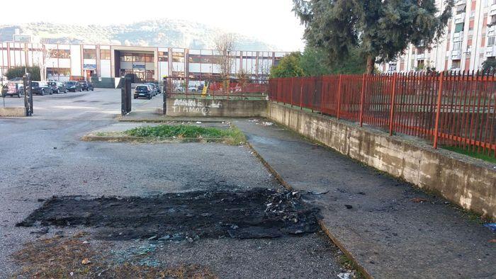 Cosenza, in fiamme l'auto di un assessore comunaleIncendio sarebbe di origine dolosa: avviate le indagini