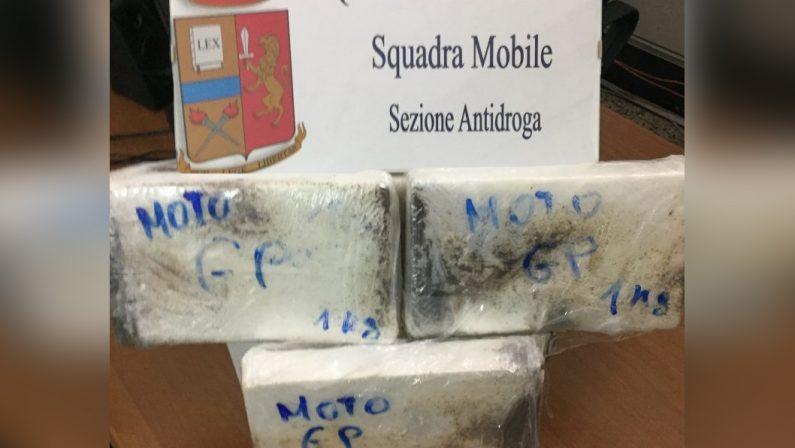 Viaggiavano dalla Calabria con tre chili di cocaina in autoScoperti dalla Polizia a Catania grazie ai cani antidroga
