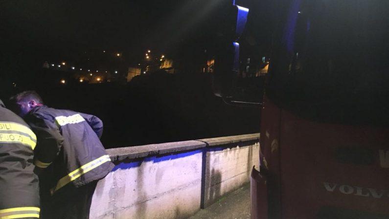 Precipita con l'auto in un burrone per almeno trecento metri, lo salvano i carabinieri